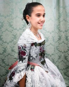 Spanish Woman, Traditional Fashion, Vintage Dresses, Formal Dresses, Spain, Lady, Clothes, Children, Instagram