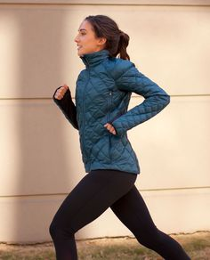 Lululemon Run: Turnaround Jacket. Reflective/Goose Down Alberta Lake color Winter 2012 running necessity in MN! Running Jacket, Athletic Outfits, Quilted Jacket, Gym Wear, Sport Fashion, Fall Fashion, Workout Wear, Lounge Wear, Jackets For Women