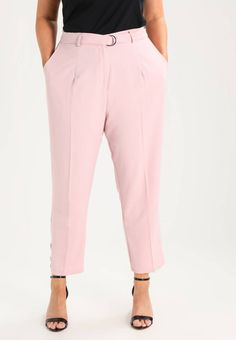 """New Look Curves. Trousers - pink. Our model's height:Our model is 69.5 """" tall and is wearing size 20. Fit:Tapered leg. Outer fabric material:93% polyester, 7% spandex. Pattern:plain. Care instructions:machine wash at 40°C,do not tu..."""