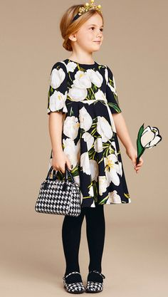 Dolce & Gabbana Kids Floral Black and White Dress Frocks For Girls, Little Girl Dresses, Girls Dresses, Outfits Niños, Kids Outfits, Kids Winter Fashion, Kids Fashion, Vestido Dolce Gabbana, Toddler Fashionista