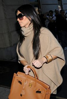 Like the accessories and the look  simple, yet effective. Dubai  Fashionista, Kardashian 18d95c604f