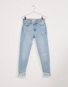 jeans skinny fit regular waist bajo desflecado. Descubre ésta y muchas otras…
