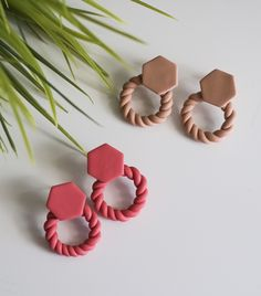 Diy Earrings Polymer Clay, Polymer Clay Flowers, Fimo Clay, Polymer Clay Projects, Polymer Clay Charms, Polymer Clay Art, Handmade Polymer Clay, Clay Crafts, Clay Design