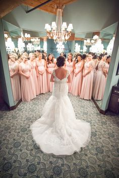 Must-Have Wedding Pictures of the Bride and Bridesmaids