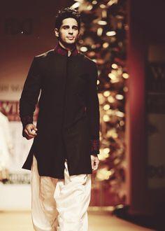 WIFW A|W '13: Siddharth Malhotra for Manish Malhotra