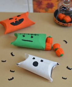 Easy Halloween lolly packets. Great for (trying to restrict) lolly intake over Halloween!   www.littlecrate.com.au