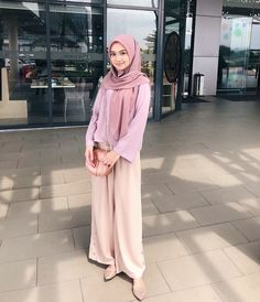Hijab Fashion Inspiration, Style Inspiration, Hijab Moda, Fashion Looks, Women's Fashion, Beautiful Hijab, Hijab Outfit, Muslim Women, Comfy Heels
