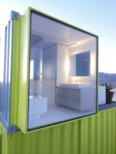 love the full window at the end of the container and the wall mount sink for easy cleaning underneath