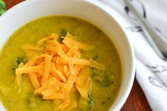 21 Day Fix Broccoli Cheese Soup - The Foodie and The Fix 4 servings Green 1 Blue red spoon Brocolli Cheese Soup, Broccoli Cauliflower Soup, Broccoli And Cheese, Broccoli Cheddar, Clean Eating Recipes, Healthy Eating, Healthy Recipes, Healthy Dinners, 21 Day Fix Vegetarian