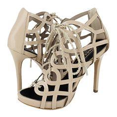 Salici - Γυναικεία πέδιλα Para Raio από λουστρίνι, 95€ #giannakazakou Cream Shoes, Valentino, High Heels, Sandals, Style, Fashion, Swag, Moda, Sandal