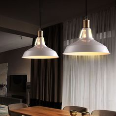 Industrial pendant lighting – High ceilings, large rooms and open space environments do not just need to be filled with tables, stools and small armchairs. The style also goes for lighting and with industrial pendant lamps you will live the dream of a loft in New York. Lamps that descend...