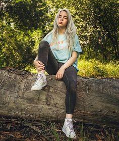 Billie once wore jeans billie eilish in 2019 певцы, фотограф Billie Eilish, Brown Eyes Blonde Hair, Gray Hair, Videos Instagram, Jaclyn Hill Palette, Mein Style, Curlers, Me As A Girlfriend, My Girl
