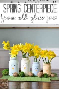 DIY home decor projects : What a great way to reuse old glass food jars! I suppose you could paint other animal faces on these, or just leave them as spring colors, too. Such an easy DIY spring decoration for Easter! -Read More – Spring Decoration, Mason Jar Centerpieces, Painted Mason Jars, Diy Home Decor Projects, Mason Jar Crafts, Easter Crafts, Easter Decor, Easter Ideas, Spring Colors