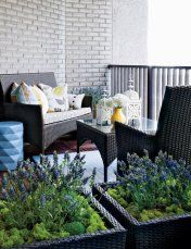 Simple is good.  Keep it comfortable and enjoy the view! Image: styleathome.com