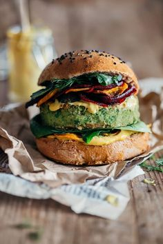 Green Monster Vegan Burger with sweet corn and peas, topped with beet and sweet potato chips and bathed in spicy vegan mayo. Jamie Oliver&Ellie Goulding recipe | http://TheAwesomeGreen.com