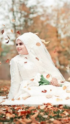 Discover recipes, home ideas, style inspiration and other ideas to try. Muslimah Wedding Dress, Hijab Wedding Dresses, Bridesmaid Dresses, Wedding Gowns, Muslim Brides, Muslim Girls, Muslim Couples, Hijab Dress Party, Hijab Style Dress