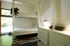 BUILT-IN BUNKROOM sleeps 8 All freshly painted with new decor and window.