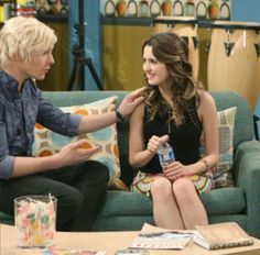 I can't wait for this episode Ross Lynch, Riker Lynch, Disney Channel Stars, Laura Marano, Austin And Ally, Debby Ryan, Disney Shows, Celebrity Dads, Best Tv Shows