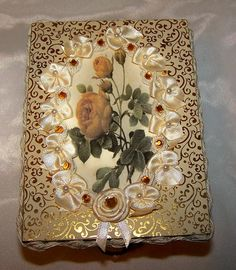 FREE SHIPPING Victorian Decor Gift Gold and by antiqueorvintagenew, $45.00 Victorian Decor, Victorian Jewelry, Feminine Decor, Romantic Homes, Gold Filigree, Display Ideas, Jewelry Box, Decorative Boxes, Decorating Ideas