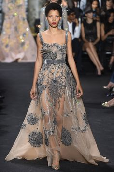 Lebanese fashion designer Elie Saab unveiled his highly anticipated Haute Couture fall/winter 2016 collection today in Paris. A timeless couture travel Lace Dresses, Couture Dresses, Pretty Dresses, Short Dresses, Fashion Dresses, Bridesmaid Gowns, Dresses Dresses, Wedding Dresses, Elie Saab Couture