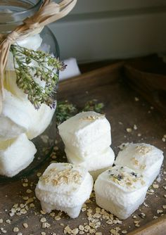 All natural homemade bath bombs for relaxation. Perfect to give as gifts, or to keep and pamper yourself! Diy Savon, Homemade Bath Bombs, Bath Fizzies, Homemade Cosmetics, The Body Shop, Diy Beauty, Coco, Health And Beauty, Lavender