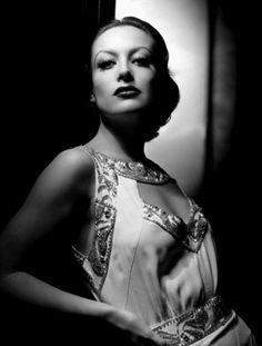 Joan Crawford, 1930's. Love that dress!!