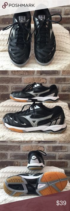 Mizuno Wave Rally 5 Women's size 9 Mizuno Wave Rally 5. They have been worn. Mizuno Shoes Athletic Shoes
