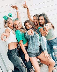 See more of anna-heid's VSCO. Friend Group Pictures, Best Friend Pictures, Bff Pictures, Friend Pics, St Patrick's Day Outfit, Outfit Of The Day, St Pattys Day Outfit, Poses Photo, Group Picture Poses