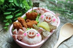 Can someone make me a Piggy-Wiggly bento box for lunch, please?