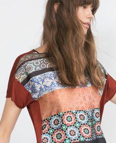 Imagem 2 de T-SHIRT ESTAMPADO AZULEJO da Zara