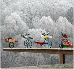 Wladyslaw Hasior Poland ;) Awesome Art, Cool Art, Symbols Of Freedom, Poland Travel, Faeries, Hungary, Surrealism, Mythology, Feathers