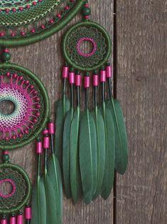 Atrapasueños verde regalo de sueño grande recolector el | Etsy Green Colors, Pink Color, Girly Car, Large Dream Catcher, Goose Feathers, Different Tones, Color Calibration, Color Rosa, Wooden Beads
