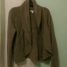 Nice open front sweater There are no buttons to close this sweater. I loved wearing this with a basic cami underneath. Long sleeved. Perfect condition. Croft & Barrow Sweaters Cardigans