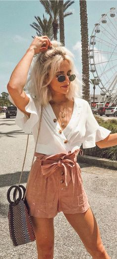 Wrap around skirt outfit outfits Envie White Wrap Crop Top Trendy Summer Outfits, Spring Outfits, Casual Outfits, Tumblr Summer Outfits, Summer Clothes, White Shorts Outfit Summer, White Crop Top Outfit, Summer Brunch Outfit, Vintage Summer Outfits