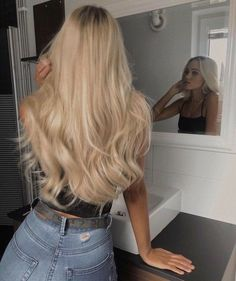 Blonde Hair Looks, Brown Blonde Hair, Blonde Hair For Summer, Girls With Blonde Hair, Blonde Hair Outfits, Baby Blonde Hair, Blonde Wig, Dark Blonde, Blonde Hairstyles