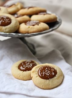 Dulce de Leche Thumbprint Cookies with Sea Salt. The easy thumbprint cookies are amazing can be filled with dulce de leche and nutella. Cookies Cupcake, Thumbprint Cookies Recipe, Yummy Cookies, Banana Cupcakes, Shortbread Cookies, Chip Cookies, Nutella, Holiday Baking, Christmas Baking