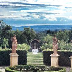 renaissance garden for symbolic ceremony Siena, Statue Of Liberty, Renaissance, Garden Sculpture, Cottage, Symbols, Outdoor Decor, Travel, Statue Of Liberty Facts