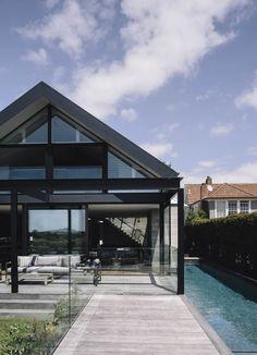 White Exterior Houses, Modern Farmhouse Exterior, Black Exterior, White Houses, Exterior Design, New Zealand Architecture, Residential Architecture, Fresco, Backyard Pool Designs