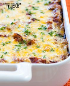 Looking for a casserole to serve at your next game night? Look no further than this delicious Game-Night Chili Casserole. This hearty and cheesy beef casserole is sure to be a hit with the whole gang. Chili Casserole, Casserole Dishes, Casserole Recipes, Easy Meal Prep, Easy Meals, Game Night Food, Tasty Bites, What To Cook, Different Recipes