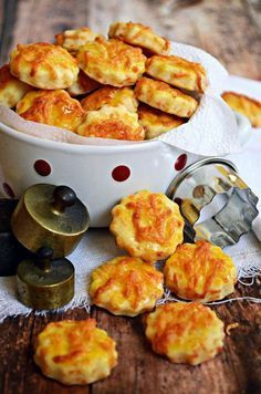Gyors ropogtatnivaló... Snack Recipes, Dessert Recipes, Cooking Recipes, Savory Pastry, Salty Snacks, Hungarian Recipes, Winter Food, Food And Drink, Yummy Food
