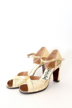 Vintage 1950s does 30s mary jane peep toe heels! by Trunk of Dresses