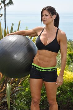Get Madonna's ripped abs with this workout! In 10 minutes. Do this routine 4 times a week with no rest between sets. Repeat.