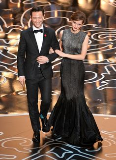They walked down the stage, arm in arm. | Emma Watson And Joseph Gordon-Levitt Are The Internet's New Dream Couple! AHH my two favorite actors!!!