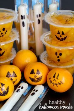 Cute and Healthy Halloween Snacks - perfect for all your fall and October parties (and so easy too!)Cute and Healthy Halloween Snacks - perfect for all your fall and October parties (and so easy too! Halloween Party Snacks, Halloween Desserts, Comida De Halloween Ideas, Pasteles Halloween, Halloween Class Party, Healthy Halloween Snacks, Fall Snacks, Holiday Snacks, Halloween Festival