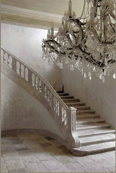 Magnificent Entry #chandelier