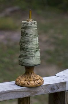 Antique Victorian Spool Holder and Thread. Vintage Sewing Notions, Antique Sewing Machines, Thread Spools, Needle And Thread, Spool Holder, Sewing Baskets, Sewing Rooms, Sewing Accessories, Haberdashery