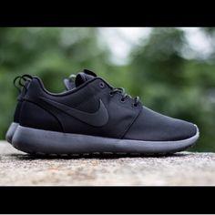 black nike roshes black size 7 but fits 6.5 - 7.5 Nike Shoes
