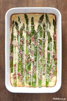 Asparagus wrapped in parma ham, baked in an egg Parma Ham, Oven Dishes, Casserole Recipes, Asparagus, Food And Drink, Appetizers, Menu, Yummy Food, Vegan