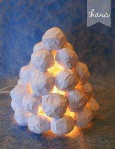 10 Paper Luminaries That Will Warm Your Heart - HomelySmart Christmas Crafts To Make, Modern Christmas, Christmas Design, White Christmas, Christmas Tree Ornaments, Christmas Time, Christmas Decorations, Hobbies And Crafts, Diy And Crafts