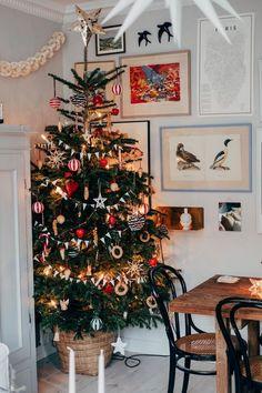Bohemian Christmas, Christmas Mood, Noel Christmas, Merry Little Christmas, Simple Christmas, Modern Christmas, Christmas Lights, Deco Noel Nature, Christmas Tree Decorations